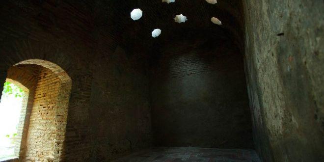 El Bañuelo. Baño árabe del siglo XI en la Acera del Darro, Granada